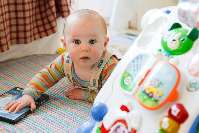 Jakými hračkami podpořit vývoj dítěte