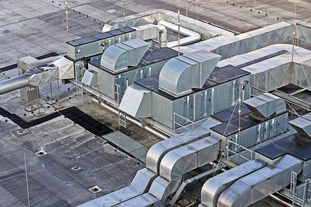 střecha haly s větráním.jpg