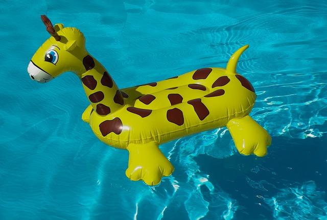 hračka v bazénu